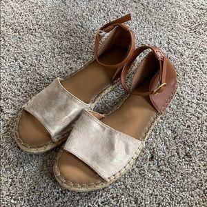 OLD NAVY - Sandals